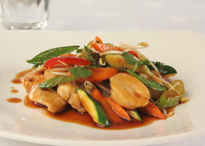 Asiatische Pute mit Saison-Gemüse, Ingwer, Koriander